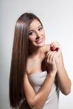 Piękna młoda dziewczyna z długie włosy Zdjęcia Royalty Free