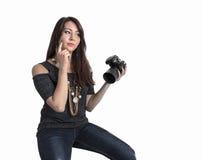 Piękna młoda dziewczyna z kamerą obraz royalty free