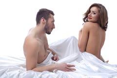 Piękna młoda kobieta flirtuje z partnerem Zdjęcia Royalty Free
