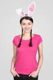 Piękna młoda kobieta jako Easter królik zdjęcia royalty free