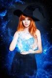 Piękna młoda kobieta jako Halloween czarownica Obrazy Royalty Free