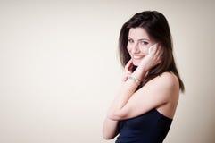 Piękna młoda kobieta na telefonie Obrazy Stock