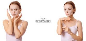 Piękna młoda kobieta na twarzy maski piękna setu wzorze zdjęcia stock