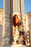 Piękna młoda kobieta plenerowy portret Zdjęcia Royalty Free