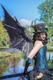 Piękna młoda kobieta ubiera jako fantazi postać z skrzydłami, p Obrazy Stock