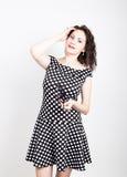 Piękna młoda kobieta usuwa słońc szkła, jest ubranym suknię z polek kropkami wyrażać różne emocje Zdjęcia Stock