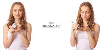 Piękna młoda kobieta w ręki eyeshadow piękna eyewear setu wzorze zdjęcie royalty free