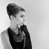 Piękna młoda kobieta w retro stylu Fotografia Royalty Free