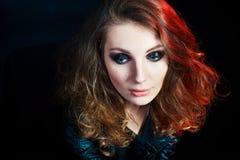 Piękna młoda kobieta w rockowym stylu Zdjęcia Royalty Free