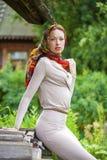Piękna młoda kobieta w szarości sukni fotografia royalty free