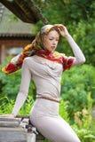 Piękna młoda kobieta w szarości sukni zdjęcia stock