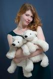 Piękna młoda kobieta z czerwonymi włosami Zdjęcie Royalty Free