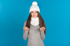 Piękna młoda kobieta z kapeluszem i szalikiem obrazy stock
