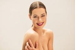 Piękna młoda kobieta z naturalnym makeup zdjęcie stock