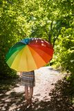 Piękna młoda kobieta z parasol zdjęcia stock