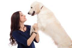 Piękna młoda kobieta z psem Zdjęcia Royalty Free