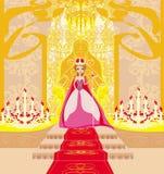 Piękna młoda królowa w sala Zdjęcie Royalty Free
