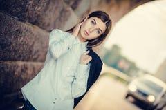 Piękna młoda modna dziewczyna Fotografia Royalty Free