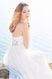 Piękna młoda panny młodej kobieta outdoors Zdjęcia Stock