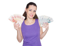 Piękna, młoda, radosna kobieta trzyma ogromną liczbę banknot, Obrazy Royalty Free