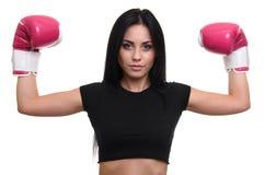 Piękna młoda sprawności fizycznej dziewczyna w bokserskich rękawiczkach obraz royalty free