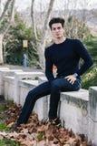 Piękna młodego człowieka modela jesień, zima/ obraz royalty free