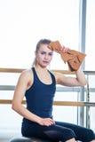 Piękna młodej kobiety dziewczyna po badania lekarskiego Fotografia Royalty Free
