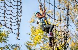 Piękna mała dziewczynka ma zabawę w przygoda parku, Montenegro Zdjęcie Royalty Free