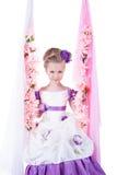 Piękna mała dziewczynka na kwiecistej huśtawce Obraz Royalty Free