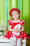 Piękna mała dziewczynka w czerwonej sukni Fotografia Stock