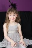 Piękna mała dziewczynka w szarej sukni zdjęcie stock