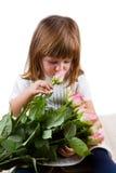 Piękna mała dziewczynka z róża kwiatami Zdjęcia Royalty Free