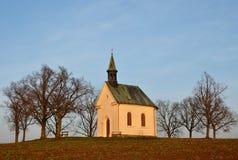 Piękna mała kaplica Kaplica Maryjna pomoc chrześcijanie Środkowy Europa republika czech morawski region Miasto Fotografia Stock