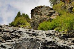 Piękna mała siklawa up w górach Obraz Royalty Free