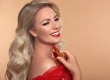 Piękna Makeup Czerwone wargi i uśmiech Moda splendoru portret p fotografia stock