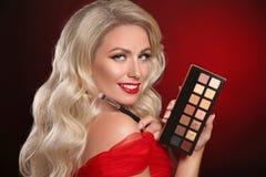 Piękna Makeup Czerwone wargi, paleta kosmetyczny oko cień Moda obrazy royalty free