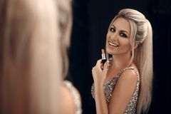 Piękna Makeup Moda splendoru portret blondynki kobiety dowcip obraz stock