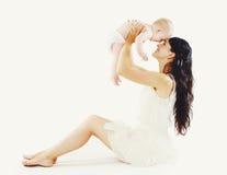 Piękna mama z jej ślicznym dzieckiem ma zabawę Fotografia Stock