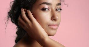 Piękna Marokańska dziewczyna z perfect skóry wideo zbiory