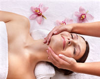 piękna masażu zdroju stołu kobiety potomstwa obraz stock