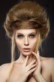 Piękna miedzianowłosa dziewczyna z perfect skórą i Obrazy Stock