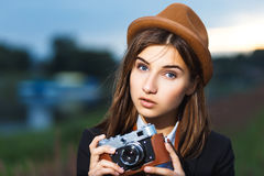 Piękna modniś dziewczyny strzelanina Zdjęcia Royalty Free