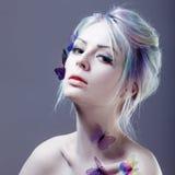 piękna motylia dziewczyna kreatywnie uzupełniający Portret z tonowaniem Obraz Stock