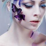 piękna motylia dziewczyna kreatywnie uzupełniający Portret z tonowaniem Zdjęcia Stock