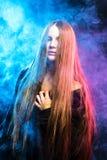 Piękna namiętna dziewczyna w dymu Zdjęcia Royalty Free