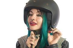 Piękna nastoletnia dziewczyna jest ubranym jej hulajnoga hełm Zdjęcia Stock