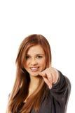 Piękna nastoletnia kobieta wskazuje przy kamerą Zdjęcia Stock
