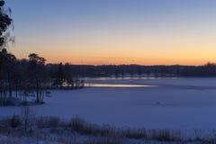 Piękna natury i krajobrazu fotografia półmrok zimy wieczór w Katrineholm Szwecja Scandinavia fotografia royalty free