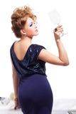 piękna nea portreta pozyci stołu kobieta Zdjęcia Stock