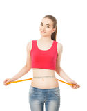 Piękna nikła dziewczyna mierzy talię odizolowywającą w białym bac Fotografia Stock